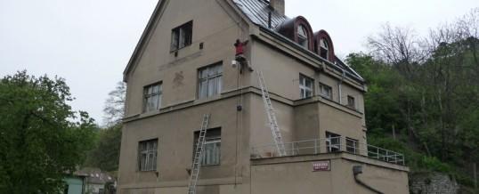 Reklamní plachty, Praha: Montáž
