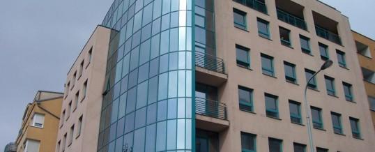 Mytí oken,Praha: Mytí oken horolezeckou technikou a demineralizovanou vodou